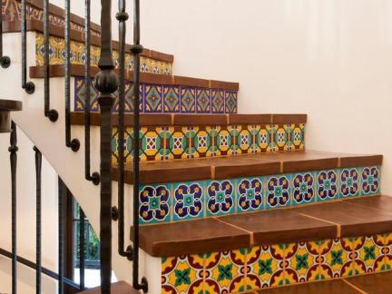 工业地中海别墅楼梯设计效果图