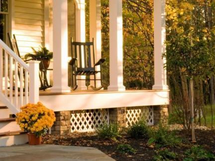 传统格调别墅阳台方形柱子外观图片欣赏