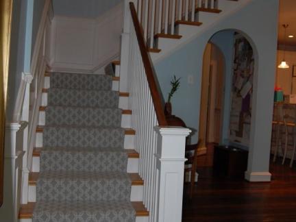 美式别墅实木楼梯装修设计
