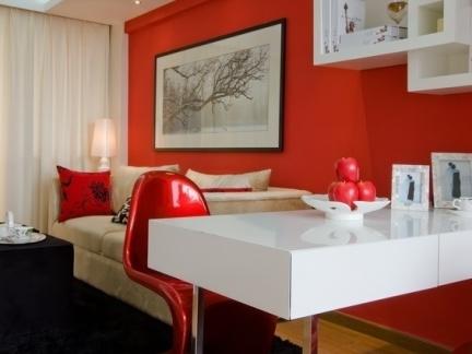 简约一居餐厅红色背景墙装修图