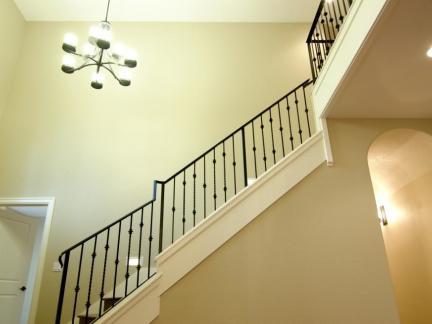 当代铁艺楼梯护栏装修设计