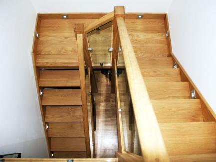 小型复式楼实木楼梯装修设计