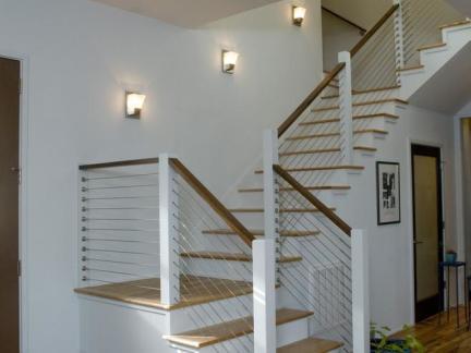 当代别墅实木楼梯装修设计