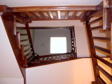 中式实木旋转楼梯扶手装修设计