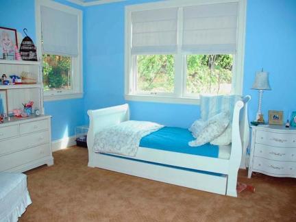 小户型儿童房小房间蓝色背景墙装修设计