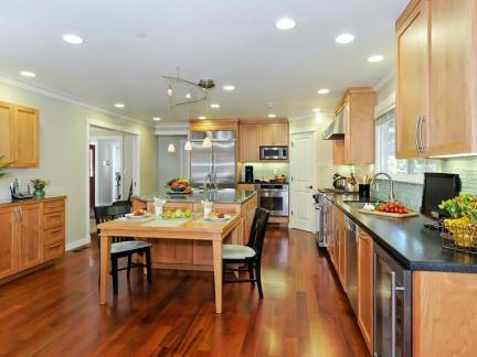 时尚原木色厨房家具装修设计
