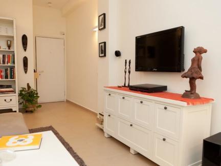 白色简约现代美居客厅玄关电视柜图片