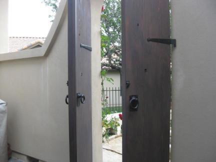 现代风格大别墅室外隔断门装修图片