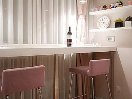 现代简约风格卧室白色窗帘实景图