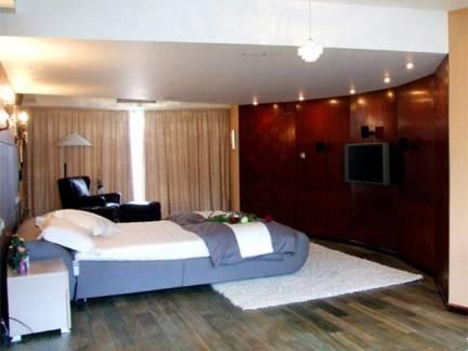 大气美式美宅卧室电视背景墙效果图