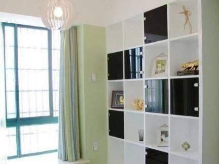 清雅现代榻榻米卧室白色储物柜设计