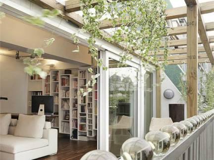 日韩风格公寓阳台实木护栏装修设计