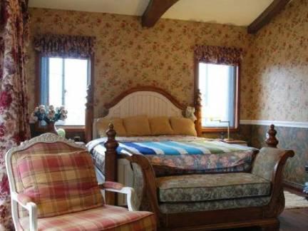 美式别墅卧室墙衣装修设计