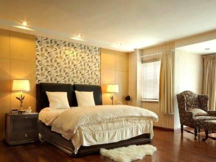 古典美式混搭卧室背景墙装修案例
