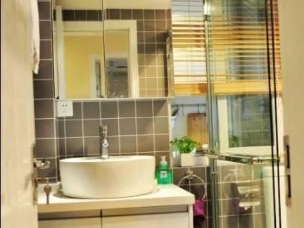 小型卫生间浴室柜装修设计