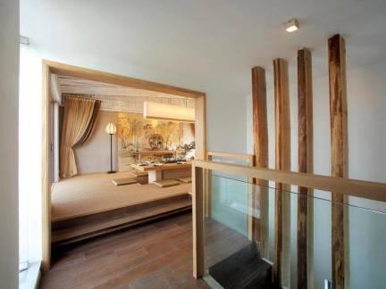 韩式风格复式楼实木楼梯隔断装修设计