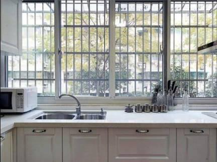 美式风格别墅厨房不锈钢防盗窗装修设计