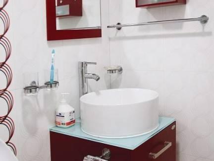 个性小型卫生间洗手台装修设计