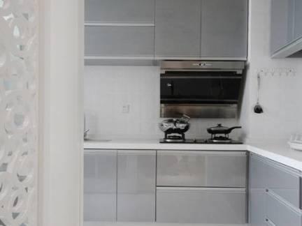 现代简约风格三居室厨房橱柜整体布局效果图