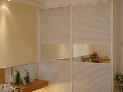清新韩式风格卧室移门衣柜图片欣赏