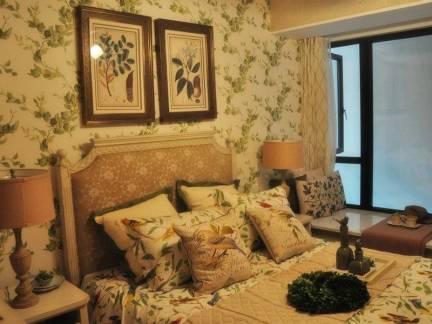 欧式风格主卧室碎花背景墙壁纸精装效果图