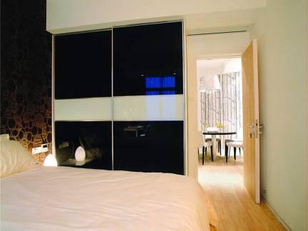 100平米卧室衣柜装修设计