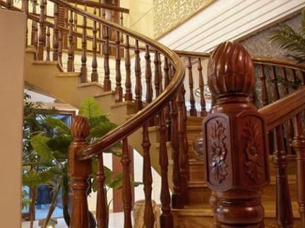 豪华欧式风格别墅雕花楼梯扶手装修设计