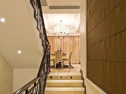 别墅欧式风格客厅楼梯实景图