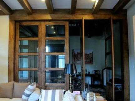华美现代地中海风格三居室客厅吊顶设计赏析