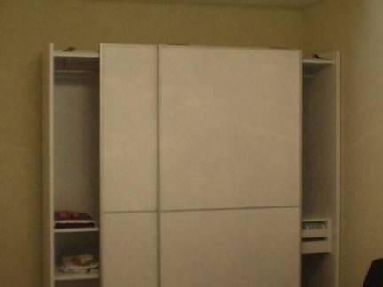 普通家庭卧室移门大衣柜图片欣赏