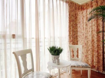 清新田园美式美宅客厅阳台窗帘效果图