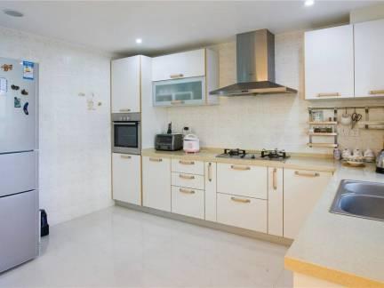 现代风格精巧家装厨房橱柜装修效果图