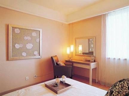 唯美现代风格三居室卧室梳妆台设计美图