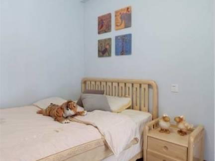 简约风格小户型卧室实木床头柜装修设计