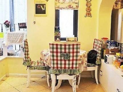 田园风格三室两厅餐厅仿古砖装修设计