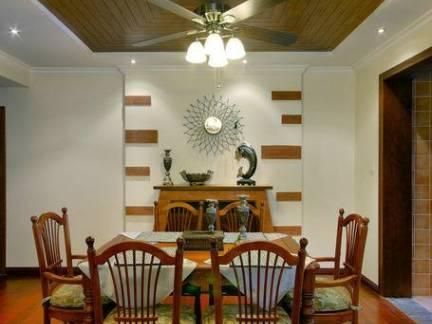 东南亚别墅餐厅木制吊顶装修设计