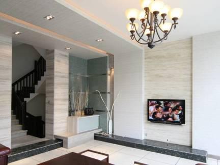 复式楼客厅旋转楼梯电视墙装修设计