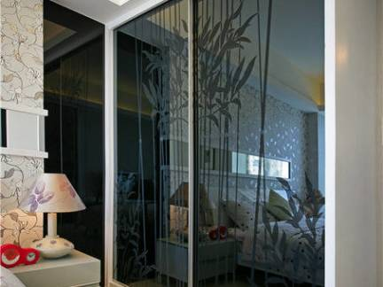 小资家庭卧室玻璃衣柜装修设计