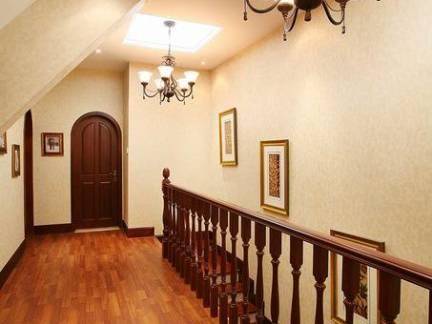 美式风格别墅实木楼梯扶手装修设计