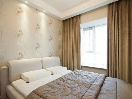 现代简约卧室壁纸窗帘装修图