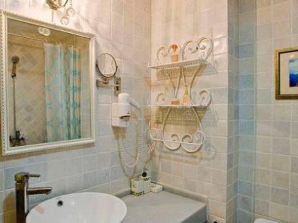 时尚田园小型卫生间洗手台装修设计