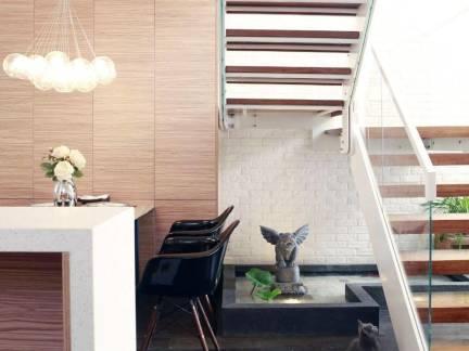 现代简约风格复式楼木制楼梯踏板装修设计