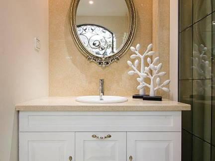 简欧风格洗手台梳妆镜装饰效果图