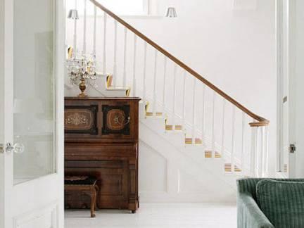 北欧风格别墅实木楼梯扶手装修设计