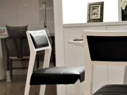 日韩风格四居室餐厅实木餐椅装修设计