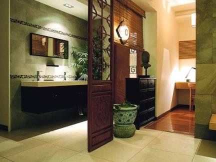 简美新中式家庭卫生间过道隔断装修图