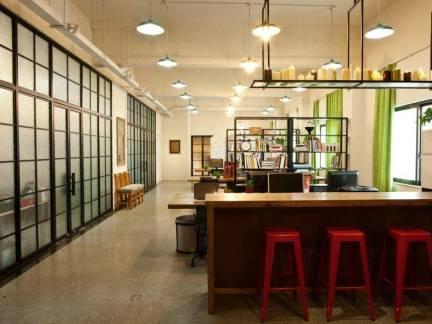 80平米个人工作室木制迷你吧台装修设计