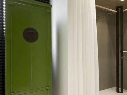 中式风格别墅衣帽间装饰柜图片欣赏