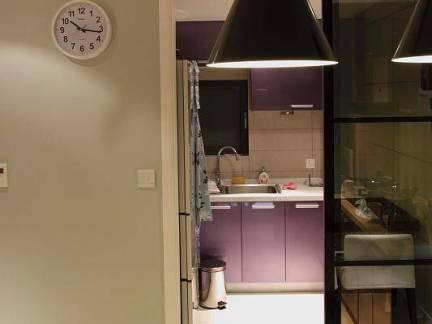 美式三居室厨房玻璃门装修设计