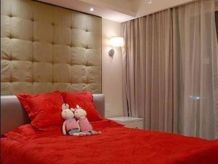 102平米三居室新房卧室软包背景墙装修设计